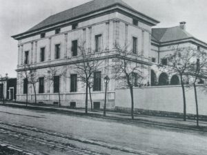 Photo of the BNP Paribas' building in Calle Hermanos Bécquer in 1920